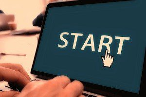 Laptop screen with the word Start